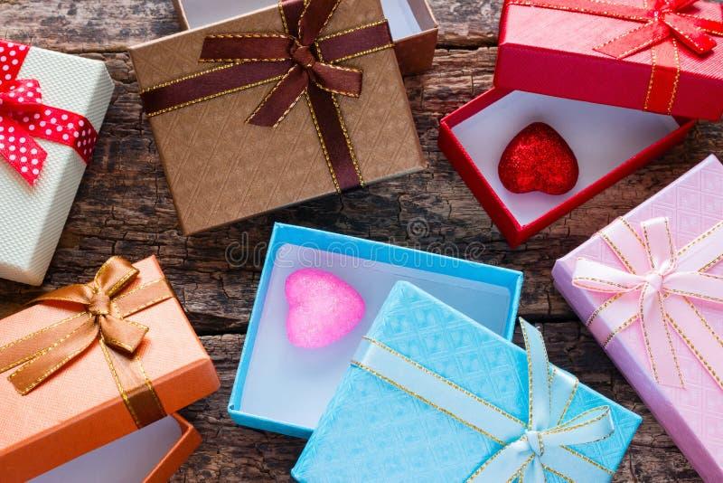 Día de tarjetas del día de San Valentín de cajas de regalo fotos de archivo libres de regalías
