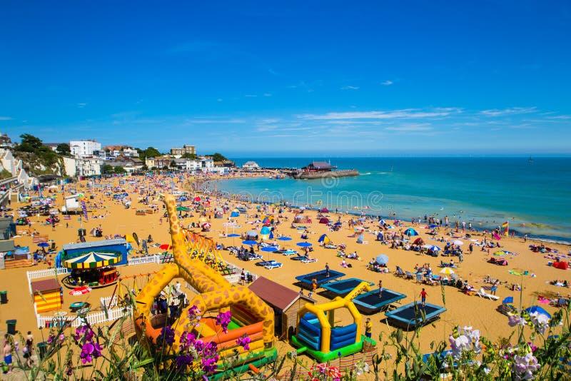 Día de verano de la costa de Broadstairs Kent English imagen de archivo
