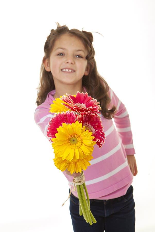 Día del niño y ramo de flores para las madres imágenes de archivo libres de regalías