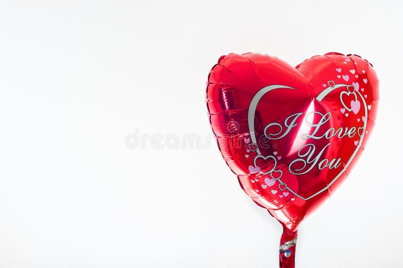 Día del ` s de la tarjeta del día de San Valentín, cumpleaños, concepto del amor balloo en forma de corazón imagen de archivo libre de regalías