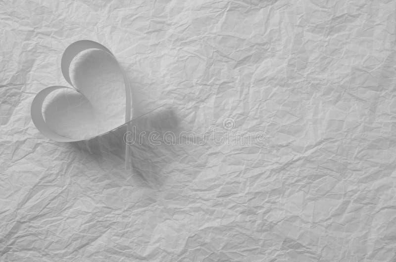 Día del `s de la tarjeta del día de San Valentín Tarjeta con un corazón en el papel de trazo y espacio de la copia para su texto  foto de archivo libre de regalías