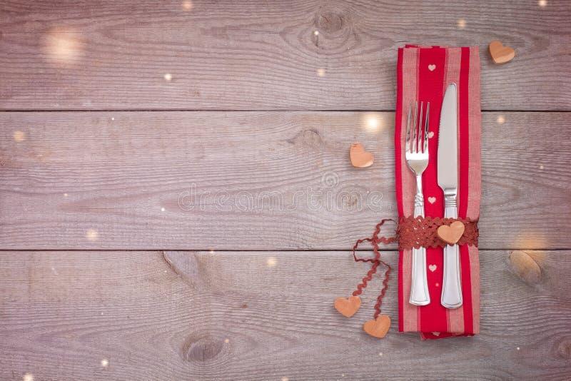 Día del ` s de la tarjeta del día de San Valentín o ajuste de la cena del lugar de la boda, concepto festivo del menú del restaur imagen de archivo libre de regalías