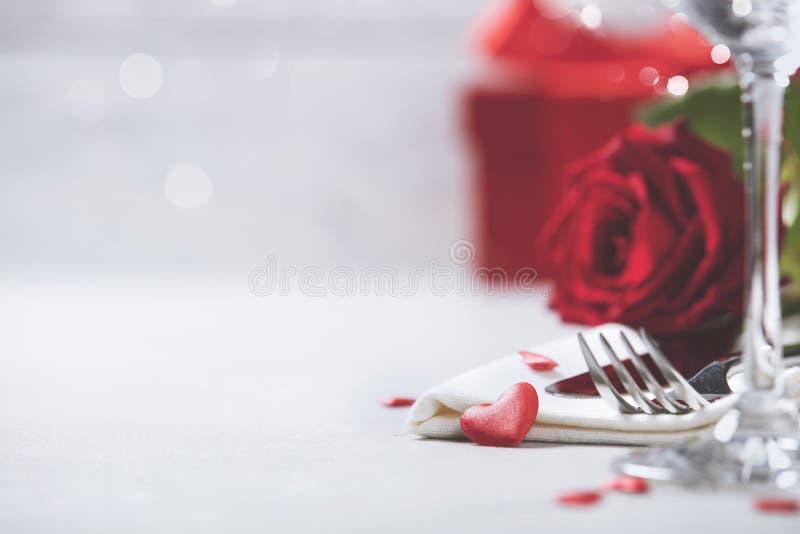 Día del ` s de la tarjeta del día de San Valentín o concepto romántico de la cena imágenes de archivo libres de regalías