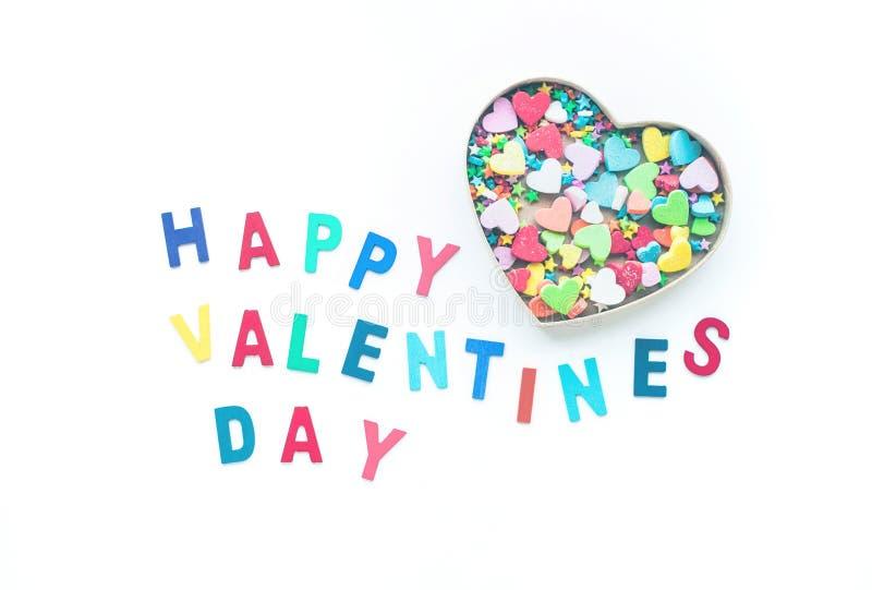 Día feliz del ` s de la tarjeta del día de San Valentín con forma colorida del corazón en caja fotos de archivo libres de regalías