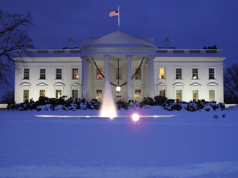 Día frío de diciembre en la casa blanca fotos de archivo
