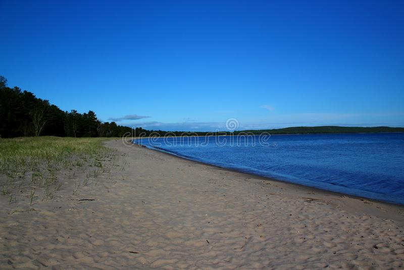 Día hermoso en la bahía de la crepe en el lago Superior, Ontario, Canadá Espacio para el texto fotos de archivo libres de regalías