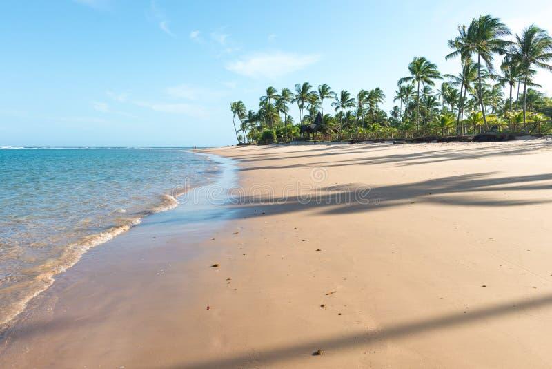Día hermoso en la playa impresionante del paraíso en Marau fotos de archivo