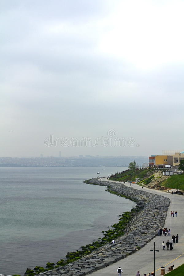 Día nublado de Ä°stanbul Bosphorus imagenes de archivo