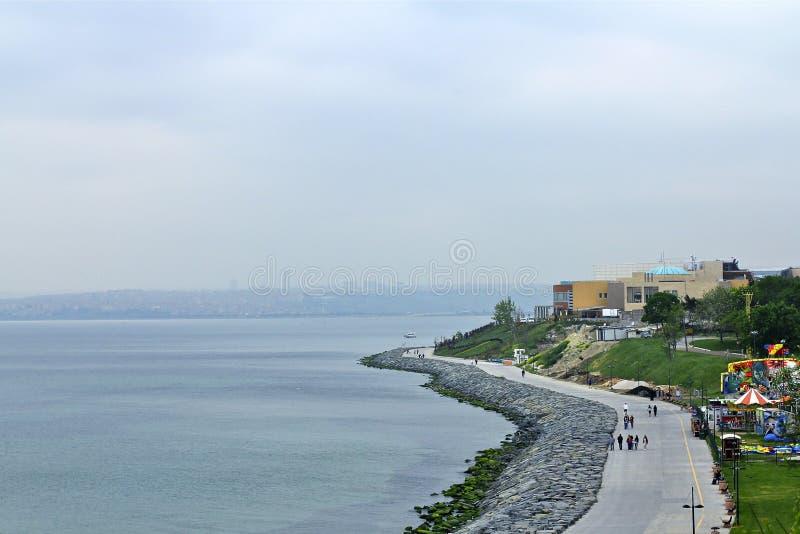 Día nublado de Ä°stanbul Bosphorus fotografía de archivo libre de regalías