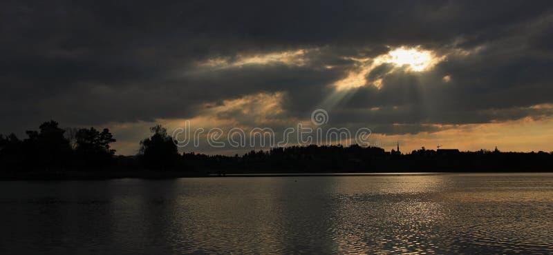 Día nublado en el lago Pfaffikon imagenes de archivo