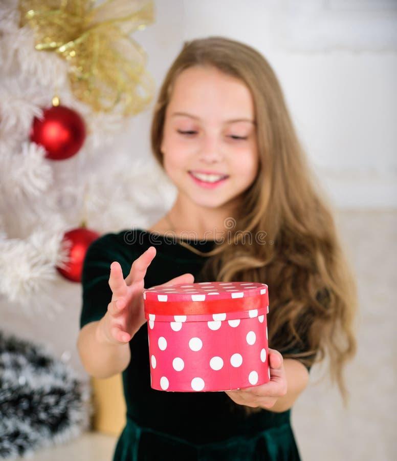 Día preferido del año Hora de abrir los regalos de la Navidad Concepto de la Feliz Navidad Los sueños vienen verdad Mejor para nu fotografía de archivo