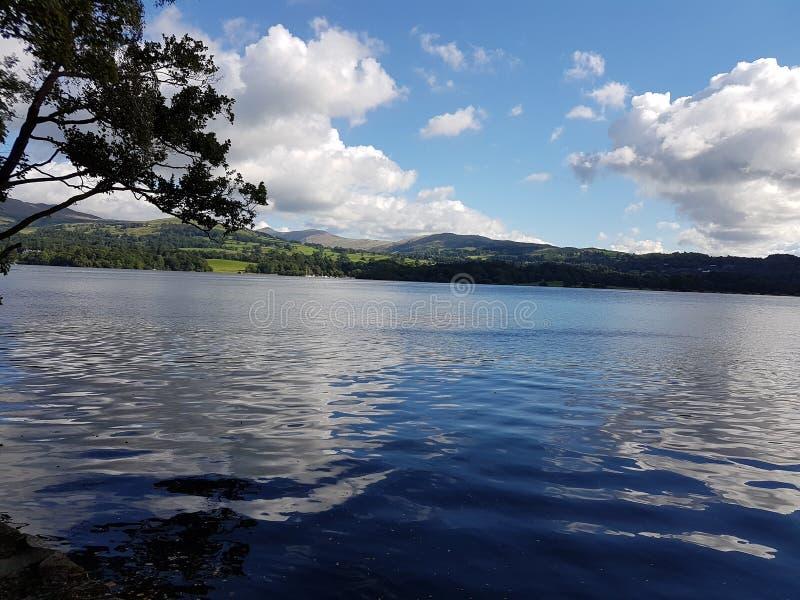 Día soleado en el lago Windermere fotos de archivo libres de regalías