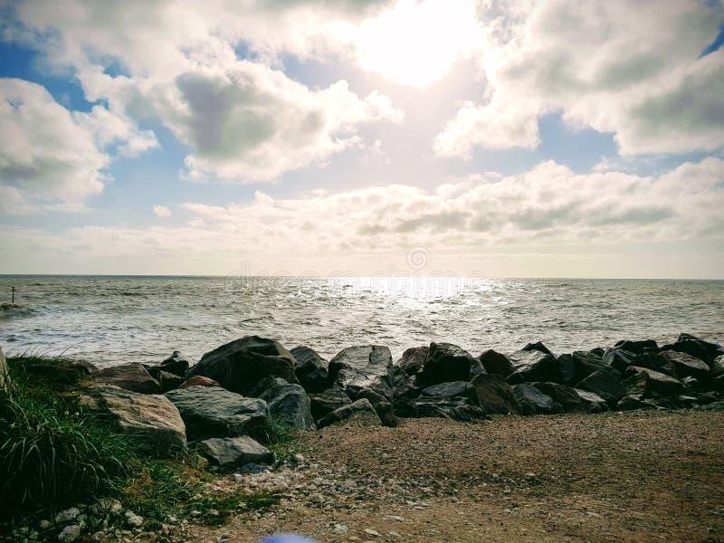 Día soleado en la playa imágenes de archivo libres de regalías