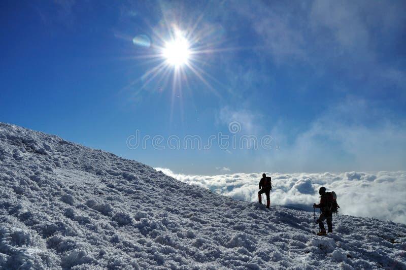 Día soleado en las montañas fotos de archivo