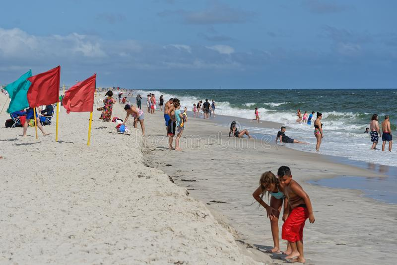 Día ventoso en Jones Beach en Long Island imagen de archivo