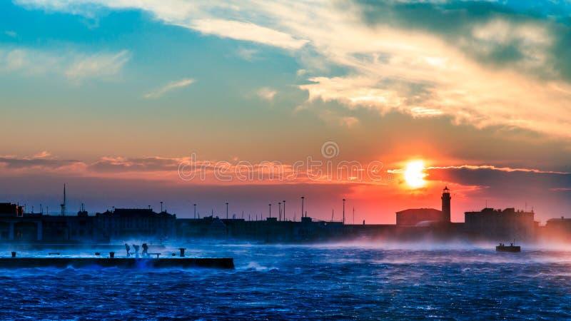 Día ventoso en la ciudad de Trieste imagen de archivo libre de regalías