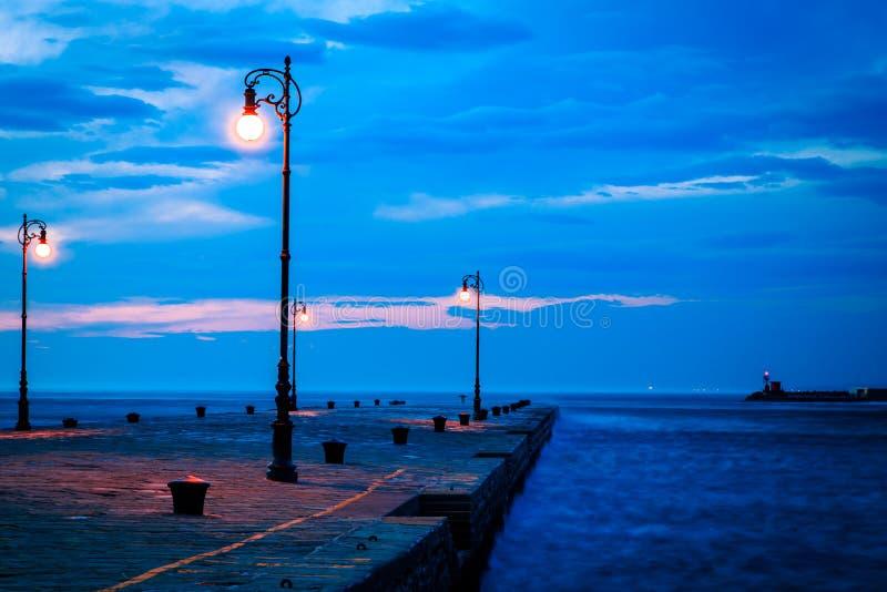 Día ventoso en la ciudad de Trieste imagen de archivo