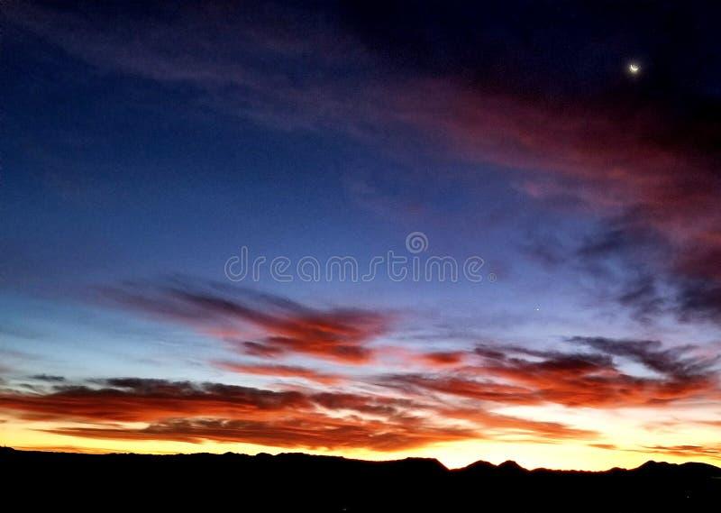 Día y noche de una subida del sol fotos de archivo