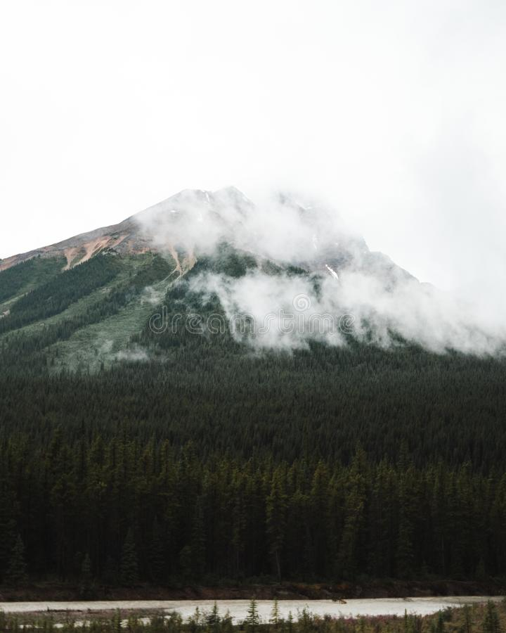 Días cambiantes en Jasper National Park fotografía de archivo