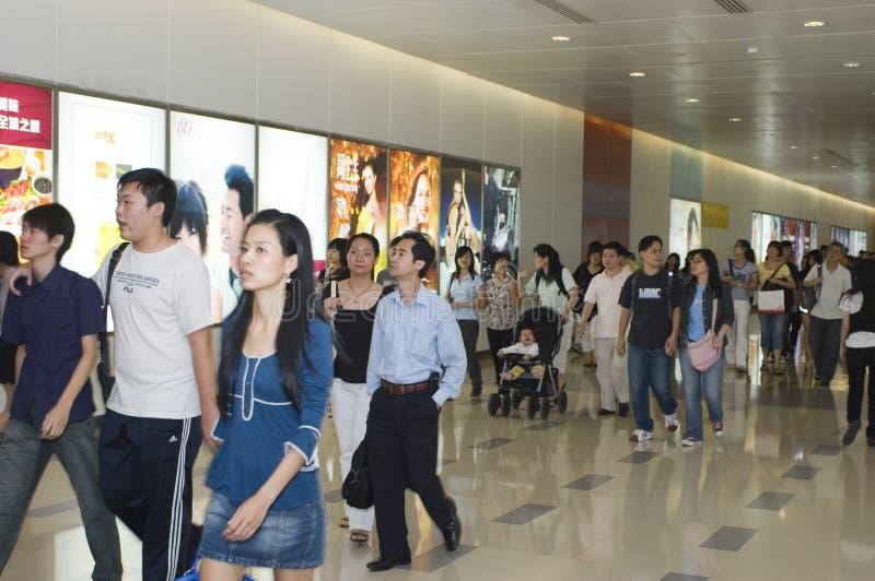 Días de fiesta de trabajo en China, muchedumbre que hace compras foto de archivo