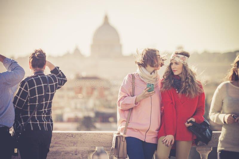 Días de fiesta en Roma, Italia Turistas en la terraza de Pincio fotos de archivo libres de regalías