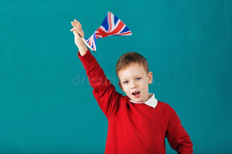 Días de fiesta de escuela Reino Unido Reino Unido Pequeño colegial con natio foto de archivo libre de regalías