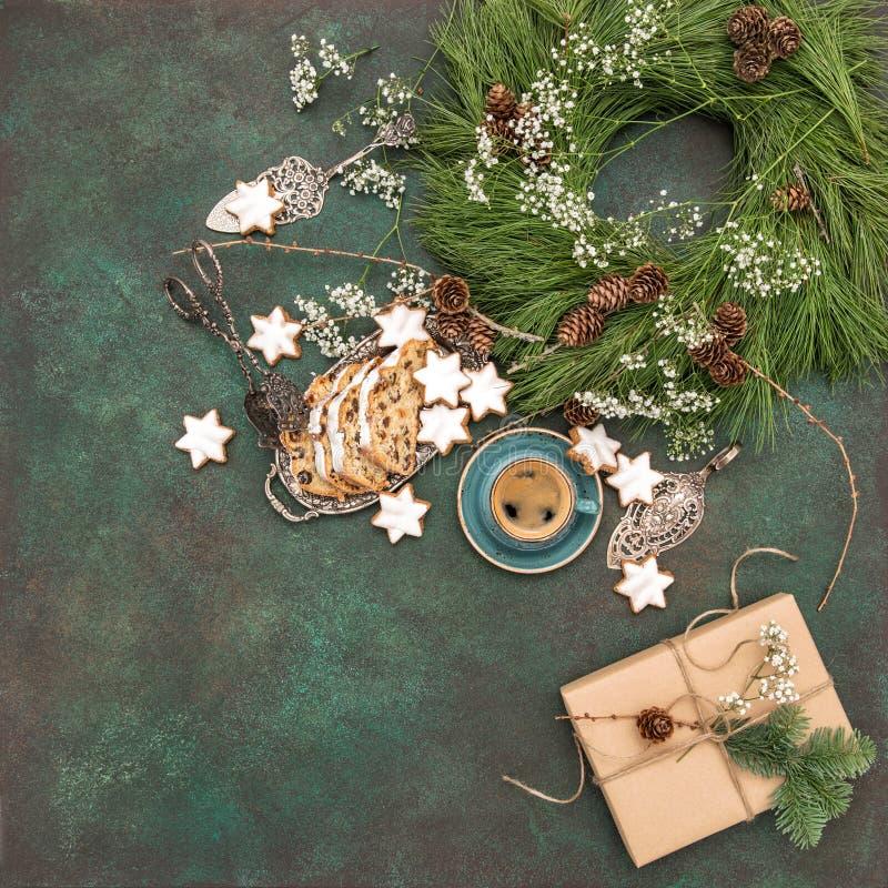 Días de fiesta f de la decoración del café de las galletas de la estrella de Stollen de la torta de la Navidad imagen de archivo libre de regalías