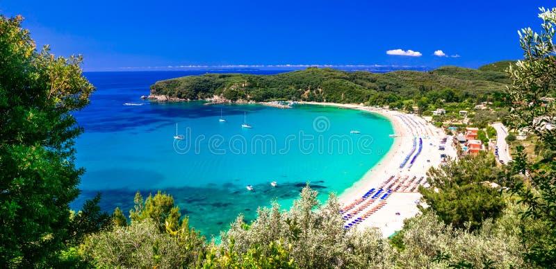 Días de fiesta griegos - playa hermosa Valtos de la turquesa en Parga imagen de archivo