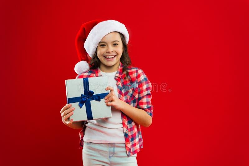 Días de fiesta de invierno felices Pequeña muchacha Presente para Navidad Niñez Compras de la Navidad, idea para su diseño Niño d imagen de archivo