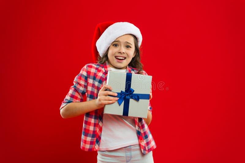 Días de fiesta de invierno felices Siendo sorprendido Pequeña muchacha Partido del Año Nuevo Niño de Santa Claus Compras de la Na imágenes de archivo libres de regalías