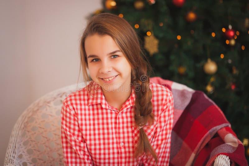 Días de fiesta, presentes, la Navidad, niñez y fotografía de archivo libre de regalías