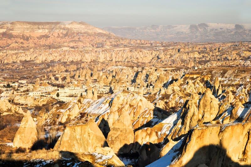 Días Nevado en Cappadocia de la ciudad de Göreme foto de archivo