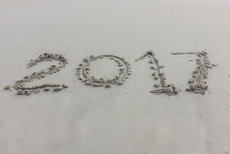 Dígitos del año en la arena imagenes de archivo