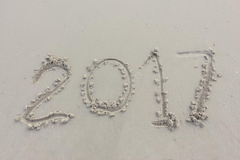 Dígitos del año en la arena imagen de archivo