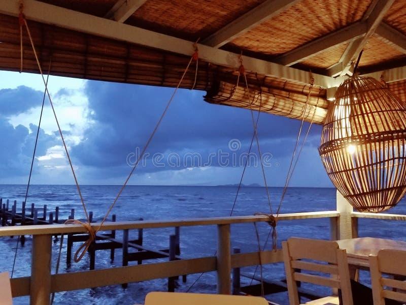 Dîner avec la vue de mer photo stock