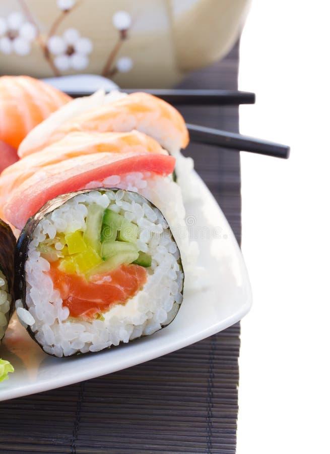 Dîner avec le plat de sushi photo stock