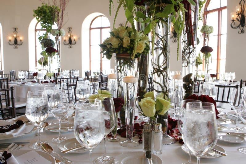 Dîner d'Estive Configuration de table de mariage banquet célébration Style tropical Ajournez la configuration Restaurant Décor de images stock