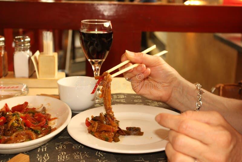 Dîner dans un restaurant chinois photo libre de droits