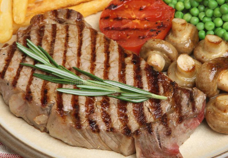 Dîner de repas de bifteck de boeuf d'aloyau photos stock