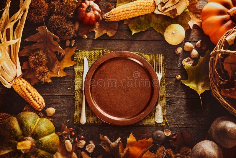 Download Dîner de thanksgiving image stock. Image du nature, automne - 77151691