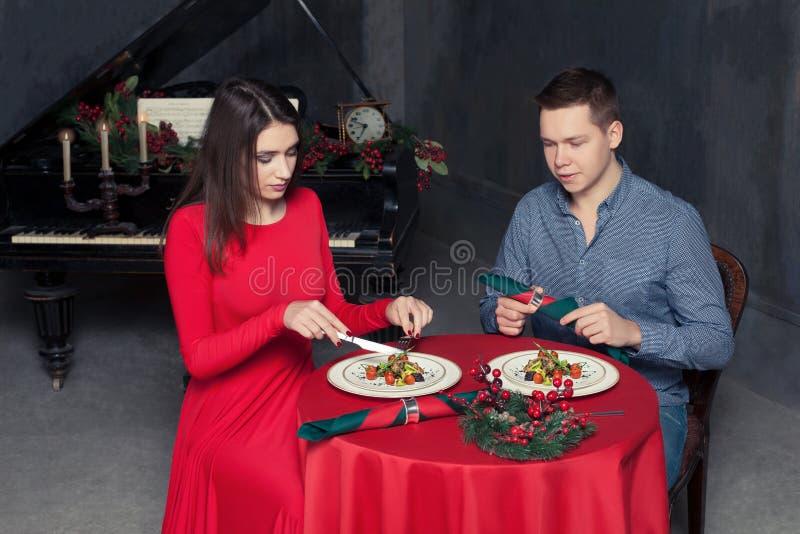 Download Dîner Romantique, Couple D'amour Au Restaurant De Luxe Image stock - Image du rapport, amour: 87701573