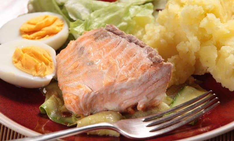 Dîner saumoné grillé image stock