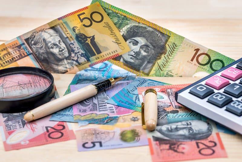 Dólar australiano com pena, lente de aumento e calculadora imagem de stock royalty free