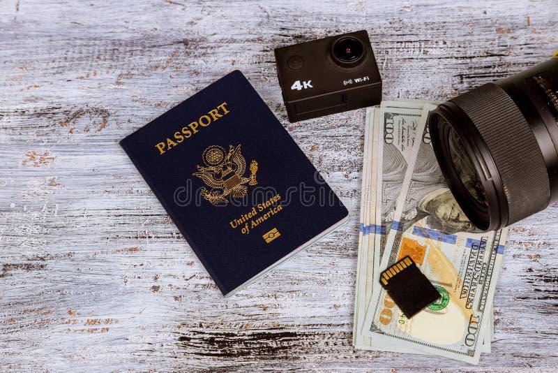 Dólar com conceito do feriado do passaporte e da economia e do curso do dinheiro imagem de stock royalty free