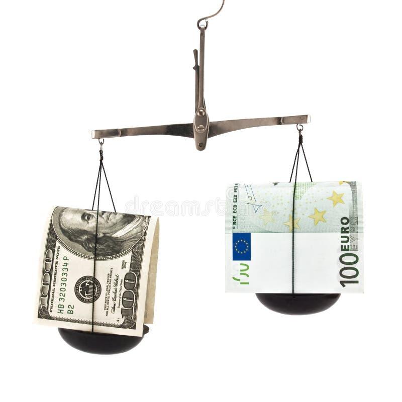 Dólar e o euro no balanço fotos de stock