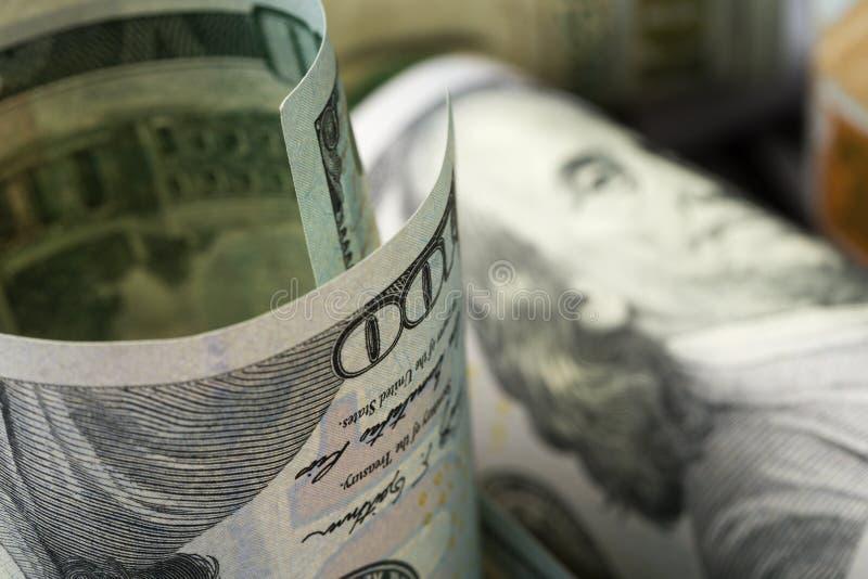 Dólares americanos Una pila de cientos billetes de dólar Cierre para arriba foto de archivo libre de regalías