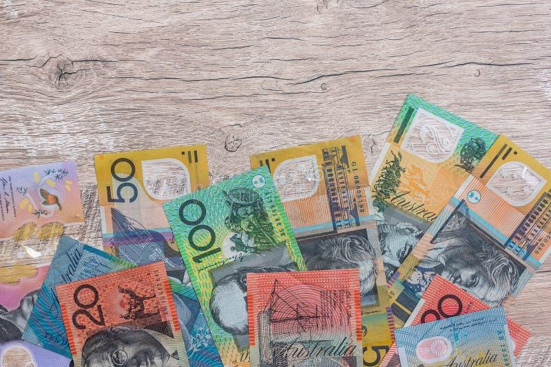 Dólares australianos en una mesa de madera como fondo fotos de archivo libres de regalías