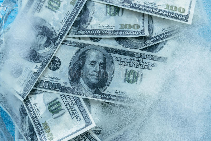 100 dólares de derretimento congelado fotografia de stock royalty free