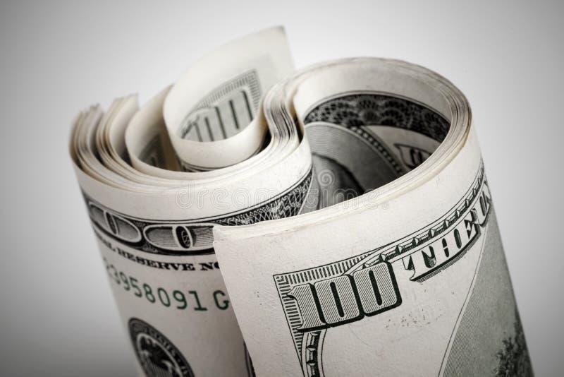 Dólares de Estados Unidos torcidos, cientos billetes de banco de USD imagen de archivo libre de regalías