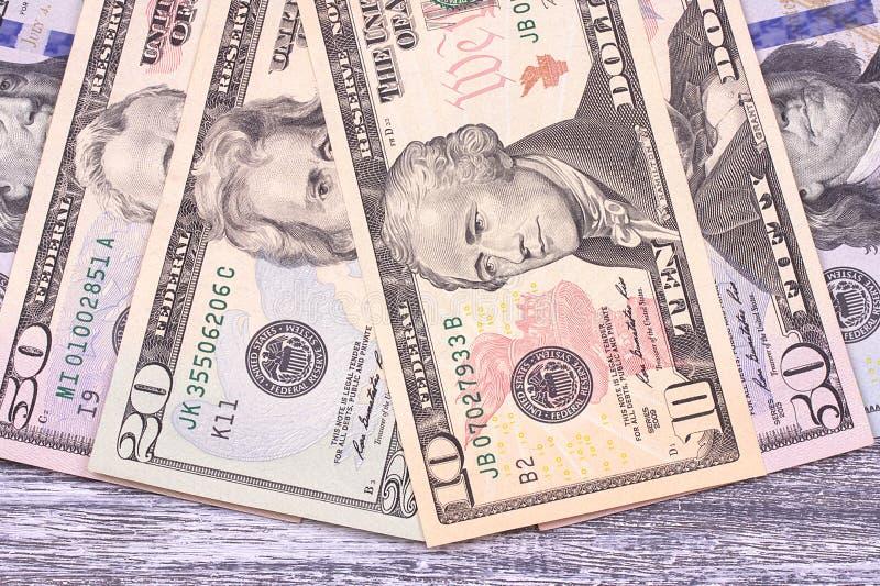 Dólares del dinero en fondo de madera gris espacio imagen de archivo libre de regalías